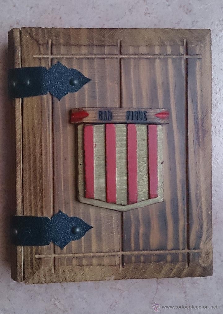 Antigüedades: Album antiguo para fotografia en madera con bandera Catalana y grabado Can Piqué ( Familia Piqué ). - Foto 7 - 47070586