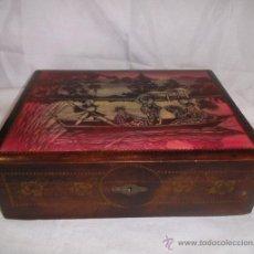 Antiquités: ANTIGUA CAJA - JOYERO DE MADERA PINTADA CON MOTIVOS ORIENTALES. Lote 47075349