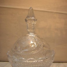 Antigüedades: BONITA BOMBONERA DE CRISTAL TALLADO CON TAPA 18CM. Lote 47104211