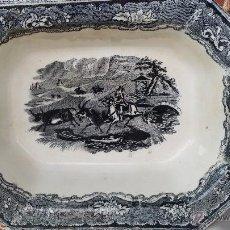 Antigüedades: ANTIGUA ENSALADERA DE CARTAGENA, ESCENAS CINEGETICAS. SELLO INCISO Y TINTA. Lote 47134892