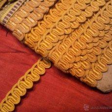 Antigüedades: RIBETE CENEFA BORDADO TAPICERO AÑOS 20---UNOS 15 METROS. Lote 47152674