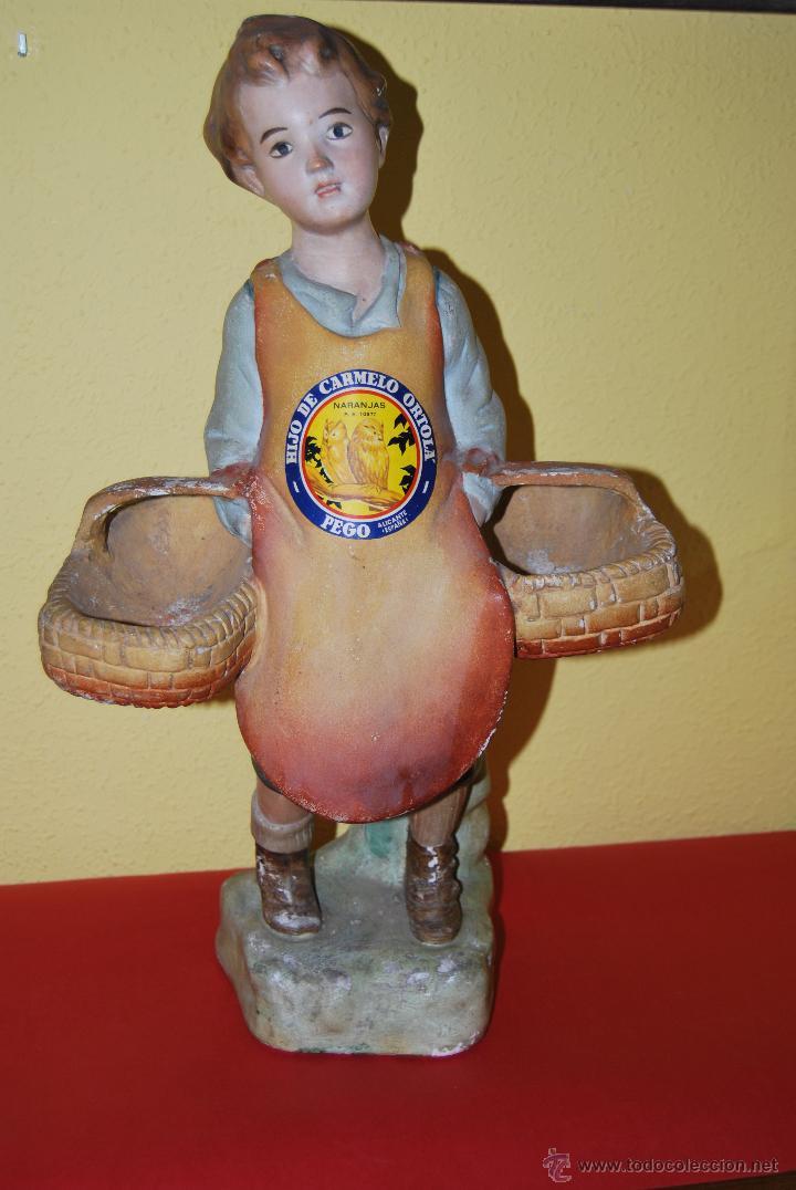 Antigüedades: ANTIGUO EXPOSITOR DE YESO - NARANJAS - ORTOLÁ - PEGO ALICANTE - FIGURA DE ESCAYOLA - NIÑO CON CESTOS - Foto 2 - 47187744