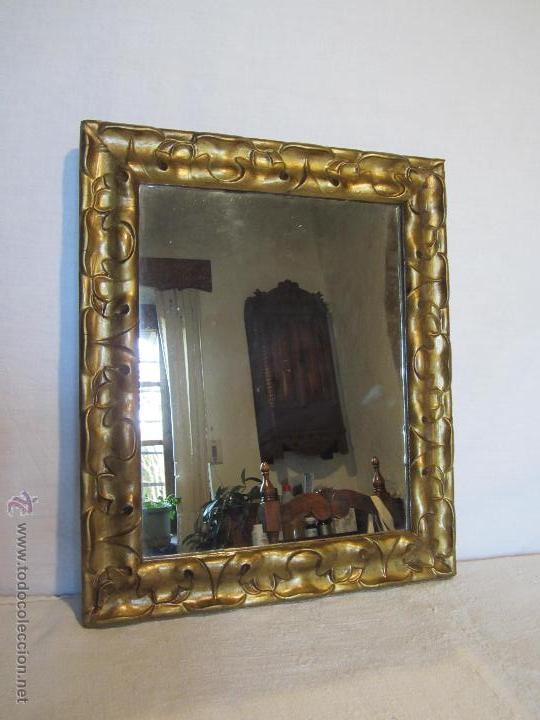 ANTIGUO ESPEJO DE MADERA DE ESTUCO MOLDURADO Y DORADO - VINTAGE (Antigüedades - Muebles Antiguos - Espejos Antiguos)
