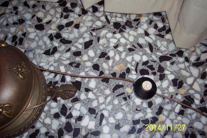 Antigüedades: ANTIGUA, LAMPARA DE PIE EN LATON REPUJADO Y CRISTAL SLANG - Foto 5 - 47264206