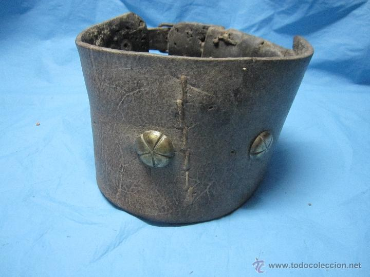 COLLAR ANTIGUO PARA PERRO DE CUERO Y DEFENSIVO POR SU ANCHURA PIEZA DE MUSEO ETNOGRAFICA (Antigüedades - Técnicas - Rústicas - Ganadería)