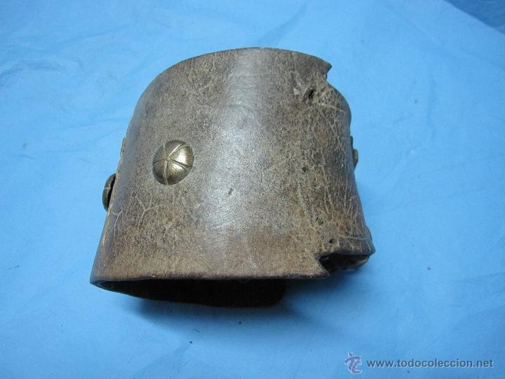 Antigüedades: COLLAR ANTIGUO PARA PERRO DE CUERO Y DEFENSIVO POR SU ANCHURA PIEZA DE MUSEO ETNOGRAFICA - Foto 5 - 47265892