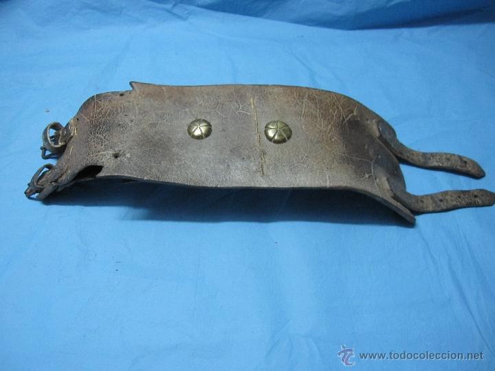 Antigüedades: COLLAR ANTIGUO PARA PERRO DE CUERO Y DEFENSIVO POR SU ANCHURA PIEZA DE MUSEO ETNOGRAFICA - Foto 10 - 47265892