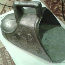 Antigüedades: ANTIGUO ESTRIBO MUY DECORADO ESTILO COLONIAL REALIZADO EN ZINC 1900. Lote 47290561
