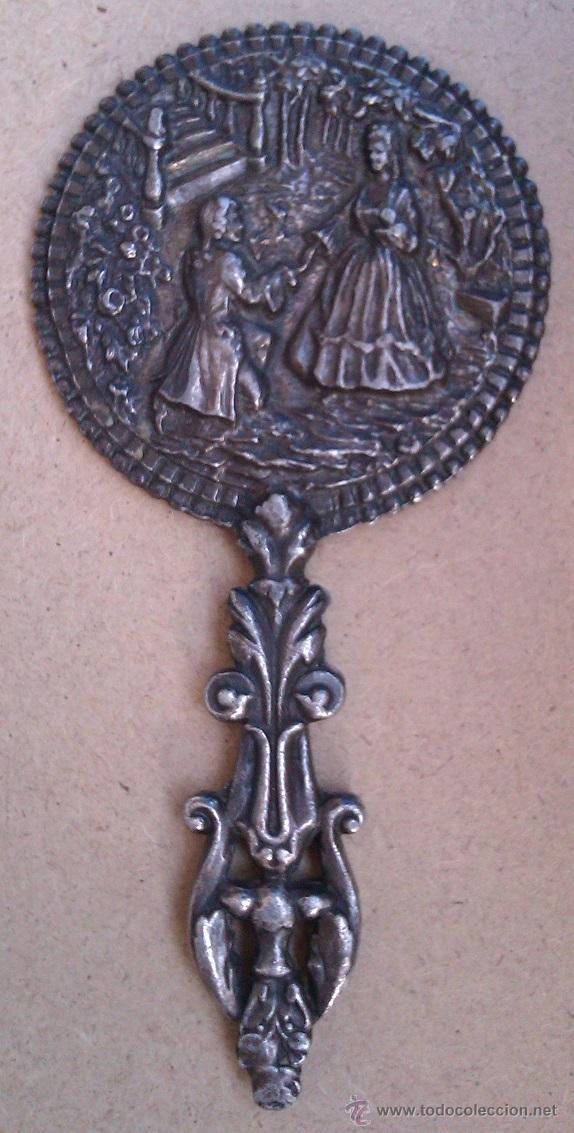 Antigüedades: MUY ANTIGUO ESPEJO EN UN METAL PLATEADO CON UNA ESCENA DE AMOR EN RELIEVE ( solo le falta espejo ) - Foto 2 - 47319967