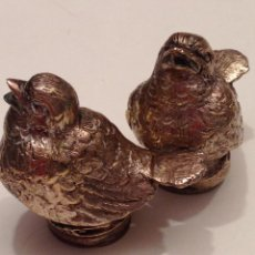 Antigüedades: SALERO Y PIMENTERO CON FORMA DE PÁJAROS EN METAL.. Lote 47332372