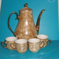 Antigüedades: ANTIGUA JARRA CAFETERA PORCELANA CON 4 TAZAS BLANCO Y ORO. Lote 47382223