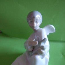Antigüedades: ANGELITO DE PORCELANA - NAO = LLADRO - ANGEL CON LIRA - 9 CM DE ALTURA . Lote 47387814