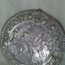 Antigüedades: PLATO ORNAMENTAL EN METAL PLATEADO. SIGLO XIX.. Lote 47394777