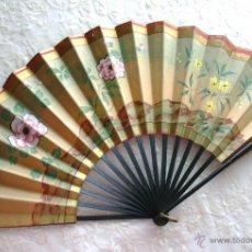 Antigüedades: ABANICO JAPONÉS PINTADO A MANO CON ACUARELA - AÑOS 50, GRAN TAMAÑO. Lote 47400744