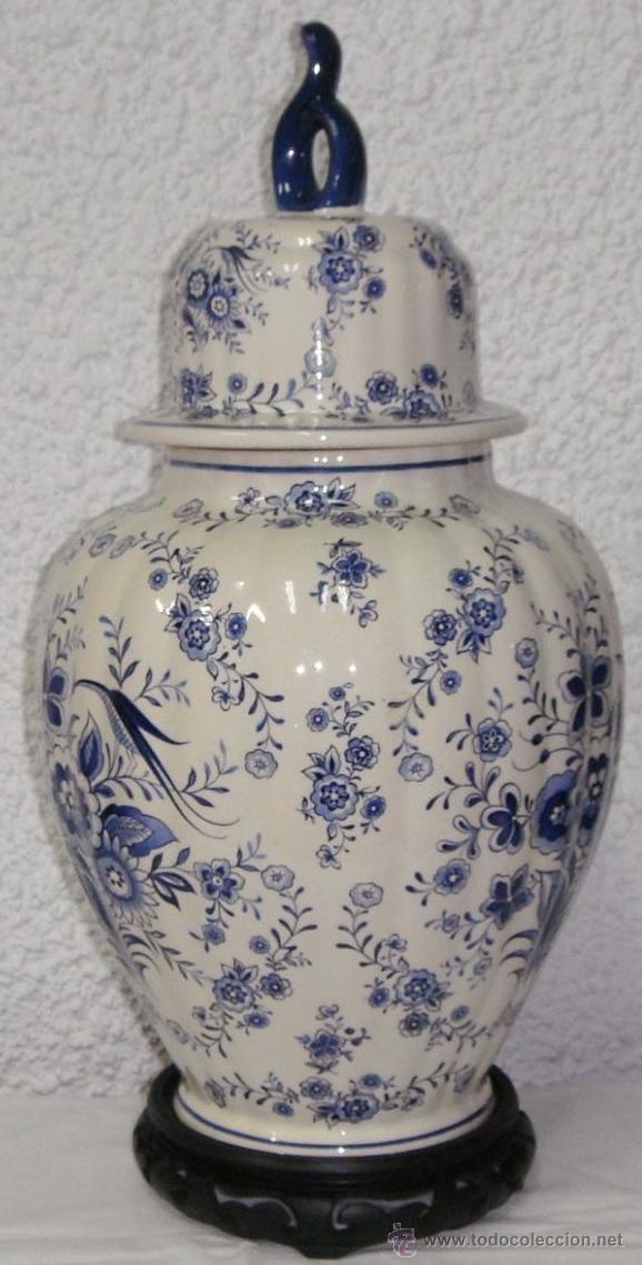 Antigüedades: Antiguo Tibor o Jarrón de Porcelana. Holanda - Delft. Con sello. Base de madera. - Foto 2 - 47405933