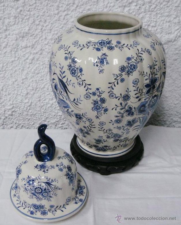 Antigüedades: Antiguo Tibor o Jarrón de Porcelana. Holanda - Delft. Con sello. Base de madera. - Foto 3 - 47405933