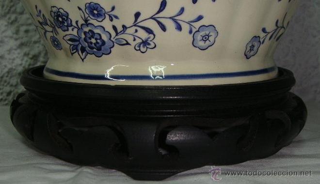 Antigüedades: Antiguo Tibor o Jarrón de Porcelana. Holanda - Delft. Con sello. Base de madera. - Foto 5 - 47405933