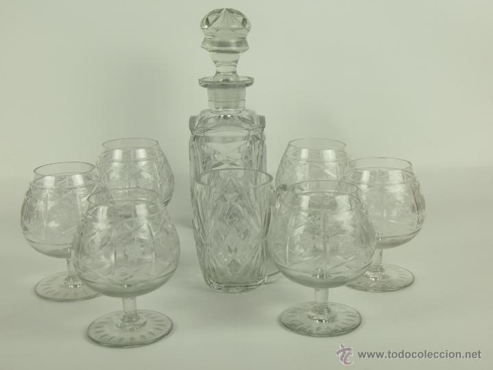 SET DE LICORERA . JARRA Y 6 COPAS DE COGNAC. CRISTAL TALLADO A MANO.CIRCA 1950. (Antigüedades - Cristal y Vidrio - Bohemia)