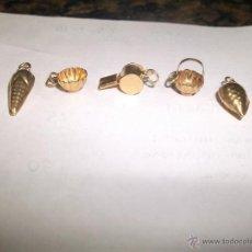 Antigüedades: LOTE 5 PEQUEÑOS COLGANTES EN PLATA DORADA. Lote 47416309