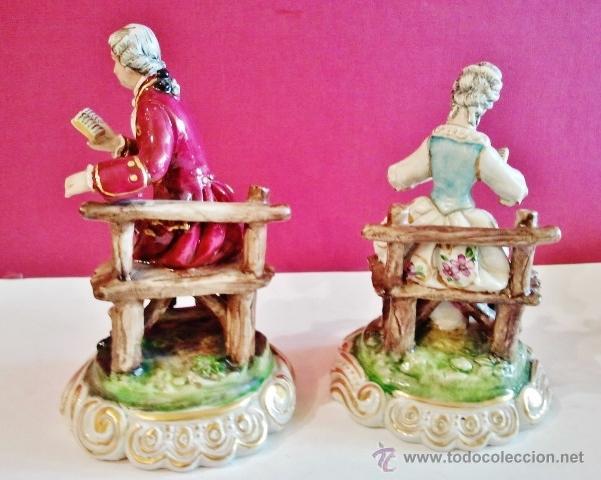 Antigüedades: Pareja de porcelanas antiguas. Dama y señor sentados leyendo. - Foto 2 - 47441682