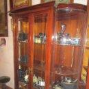 Antigüedades: VITRINA EN MADERA DE CAOBA, CON CRISTALES CURVOS BISELADOS. 140 X 45 X 190 CMS. ALTURA.. Lote 47459547