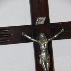 Antigüedades: GRAN CRUCIFIJO DE MADERA, 65CM. CON EL CRISTO EN METAL. AÑOS 40.. Lote 47492309