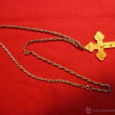 Antigüedades: ANTIGUO CRUCIFIJO PECTORAL EN BRONCE DORADO. Lote 47509815