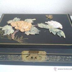 Antigüedades: EXPLENDIDA CAJA JOYERO JAPONESA HECHA DE NACRE FLORES HECHAS DE NACRE SIGLO XX. Lote 47512085