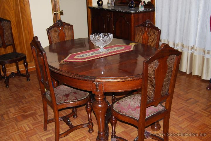 Comedor antiguo de caoba compuesto de mesa, 6 sillas, 2 aparadores,2  sillones y espejo