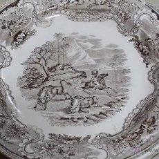 Antigüedades: ANTIGUO PLATO DE CARTAGENA, CAZA DEL BISONTE EN COLOR MARRON. PRECIOSO. Lote 47562387