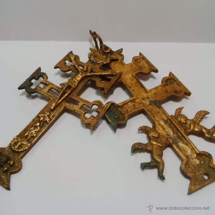 Antigüedades: ANTIGUA Y BONITA CRUZ DE CARAVACA DE BRONCE SIGLO XIX - Foto 6 - 197163032
