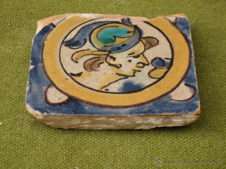 AZULEJO ANTIGUO ( HOLAMBRILLA ). SEVILLA / TRIANA. SIGLO XVIII. (Antigüedades - Porcelanas y Cerámicas - Triana)