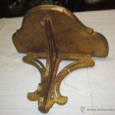 Antigüedades: ANTIGUA MÉNSULA DE MADERA DORADA. SUPERFICIE: 27 X 15,5 CMS. LARGO: 16 CMS.. Lote 47588735