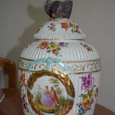Antigüedades: PRECIOSO JARRON DE PORCELANA ALEMANA KPM (BERLIN), 1820-1837, SELLADO EN LA BASE. Lote 47597690