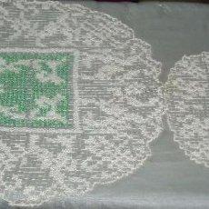 Antigüedades: DOS TAPETES BORDADOS EN MALLA. Lote 47611709