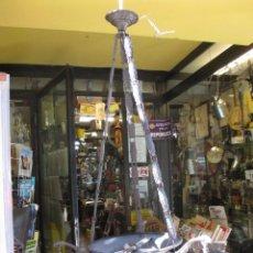 Antigüedades: LAMPARA DE TECHO METAL PATINADO, CADENETA, 4 PUNTOS LUZ - CABLEADO NUEVO - APROX 1920/30 + INFO. Lote 47613316