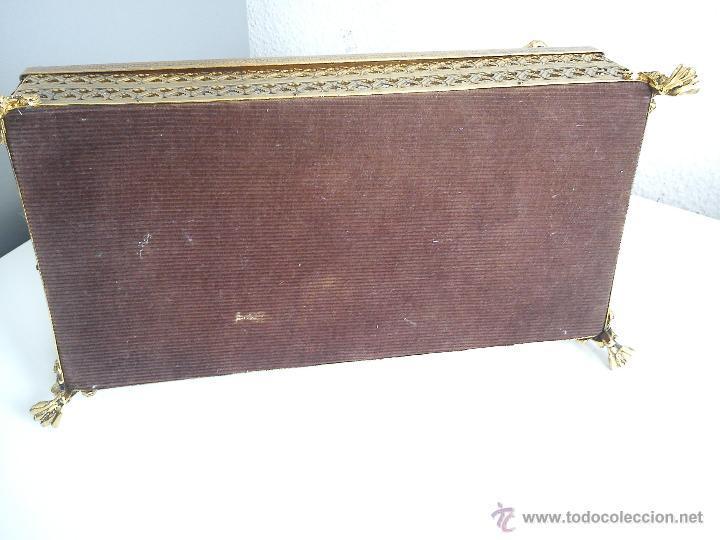 Antigüedades: BONITA CAJA PARA HECHA DE METAL DORADO CON 2 ROSAS MUY BONITAS HECHAS A LA MANO LA BASE DE MADERA - Foto 6 - 194949012