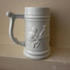 Antigüedades: JARRA DE CERVEZA DE PORCELANA BLANCA CARTUJA DE SEVILLA PICKMAN. Lote 47661397