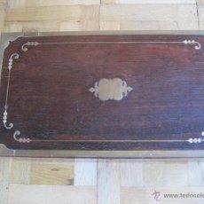 Antigüedades: ESCRITORIO PORTÁTIL DE MADERA CON INCRUSTACIONES DE BRONCE. Lote 47701429