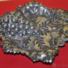 Antigüedades: BANDEJA DE METAL BAÑADA EN PLATA - GODINGER - PLATO- VACÍA BOLSILLOS - RACIMO DE UVAS - PARRA. Lote 47705598