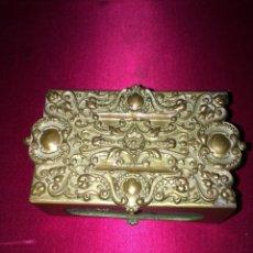 Antigüedades: ANTIGUO Y SUBLIME CERILLERO VICTORIANO EN BRONCE Y LATON. Lote 47709605
