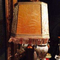 Antigüedades: ANTIGUA LAMPARA DE SOBREMESA DE BRONCE. Lote 47721744