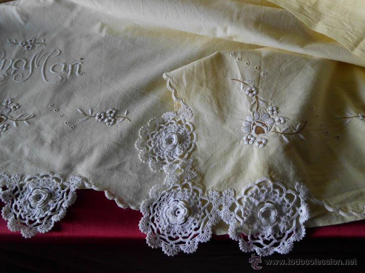 Antigüedades: Sábana con funda de algodón con bordado y puntilla hecho a mano - Foto 3 - 47740106