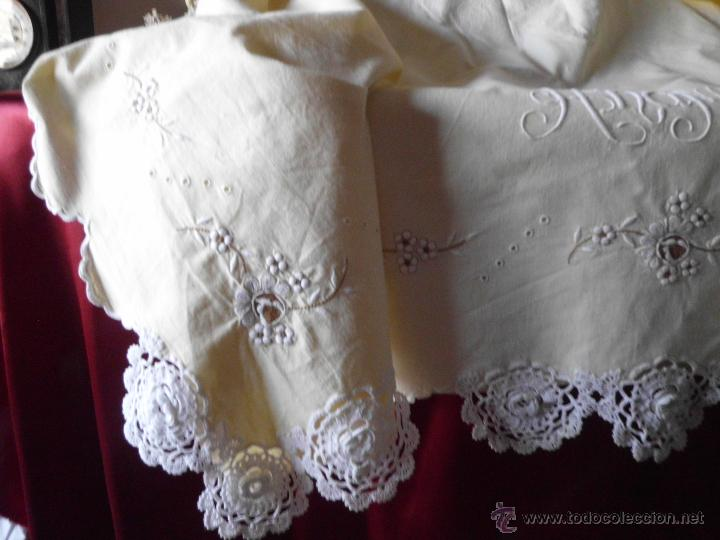 Antigüedades: Sábana con funda de algodón con bordado y puntilla hecho a mano - Foto 6 - 47740106