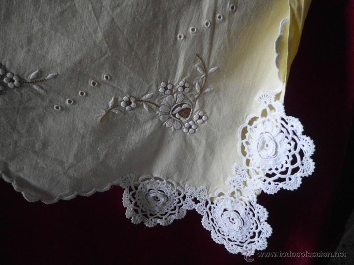 Antigüedades: Sábana con funda de algodón con bordado y puntilla hecho a mano - Foto 7 - 47740106