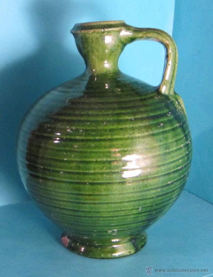BOTELLA DE TERRACOTA BARNIZADA EN COLOR VERDE. SELLO TITO ÚBEDA. ALTURA 19 CM (Antigüedades - Porcelanas y Cerámicas - Úbeda)