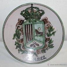 Antigüedades: PLATO EN CERÁMICA - ESCUDO DE TERUEL - FIRMADO DOMINGO PUNTER - AÑOS 60. Lote 47755158