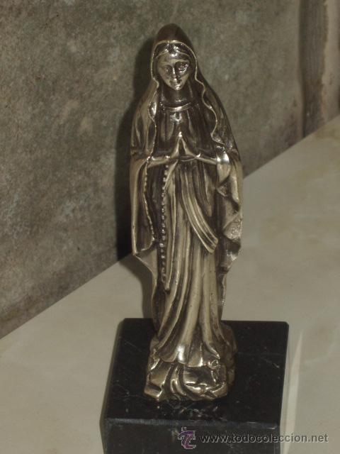 VIRGEN SOBRE PEANA DE MARMOL NEGRO. (Antigüedades - Religiosas - Varios)