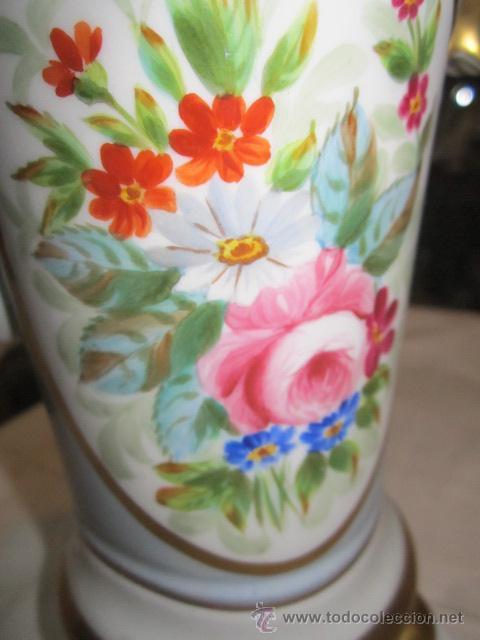 Antigüedades: Antiguo jarrón de porcelana, pintado a mano, con marca en la base. 20 cms. altura. - Foto 6 - 47768005