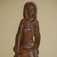 Antigüedades: TALLA DE MADERA DE ABEDUL FIGURA FIRMADA JC 1961. Lote 47795118